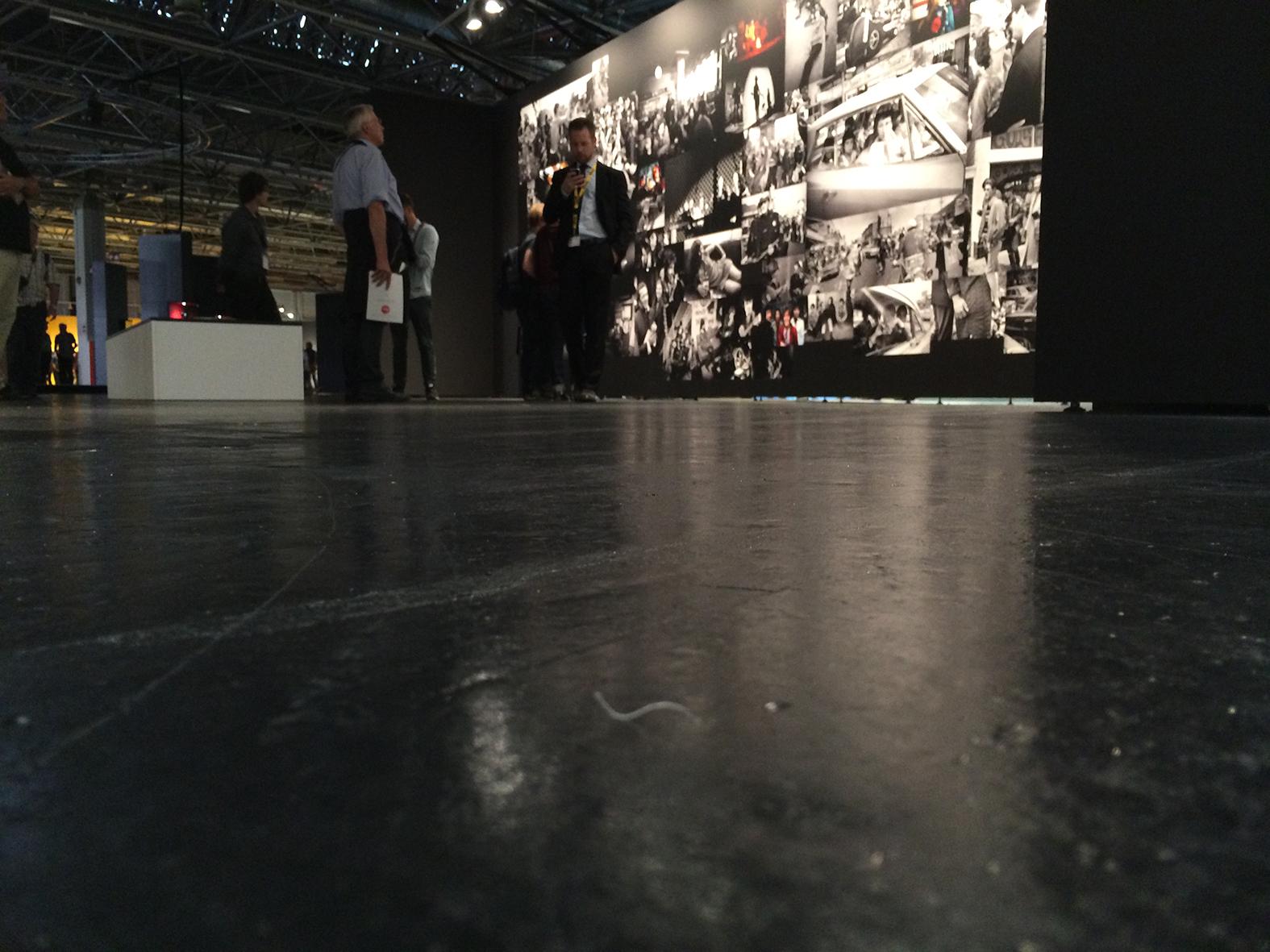 düstere Ausstellung